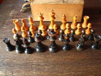 schöne vintage Schachfiguren Massivholz gedrechselt und geschnitzt Arts & Crafts