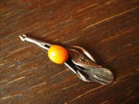 reizender Jugendstil Mistel Bernstein Anhänger Butterscotch Amber 800er Silber