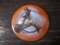 große Emaille Brosche Pferd Isabell Pferdekopf Palomino emailliert für Reiter