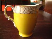 super niedliches vintage Milchkännchen Sahnekännchen Porzellan in quietsch Gelb