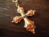 reich verschnörkelter Kreuz Anhänger im Barock Stil Gold Schaumgold an Kette