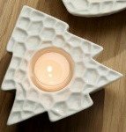GILDE Deko-Tannenbaum als Teelichthalter in Weiß aus Porzellan 12 cm