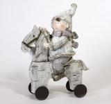 Winterkind Junge auf einem Schaukelpferd 20, 5 x 16 x 6 cm