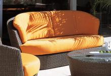 Sofa Eden Roc 2-sitzig mit gerundeten Kissen von Rausch