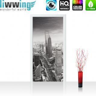 liwwing Vlies Türtapete 100x211 cm PREMIUM PLUS Tür Fototapete Türposter Türpanel Foto Tapete Bild - BLACK & WHITE SHANGHAI SUNSET SKYLINE - Skyline Shanghai Wolkenkratzer Hochhäuser - no. 049