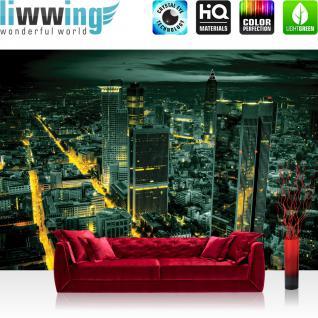 liwwing Vlies Fototapete 350x245 cm PREMIUM PLUS Wand Foto Tapete Wand Bild Vliestapete - Skylines Tapete Panorama Skyline Häuser Straßen Nacht Lichter grün - no. 955