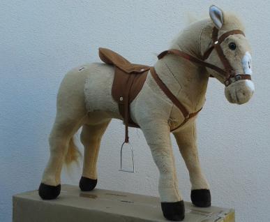 Plüsch Spiel pferd mit Wieher / Galopp geräusche