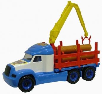 LKW Neuer Horizont mit Holzfrachter