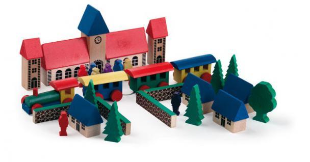 Kleines Dorf , Holzspielzeug mit Zug und Bahnhof