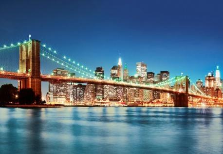 Vlies Fototapete New York, Manhattan Brücke mit Skyline bei Nacht