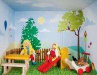 Puppenhaus im Regal, Spielplatz