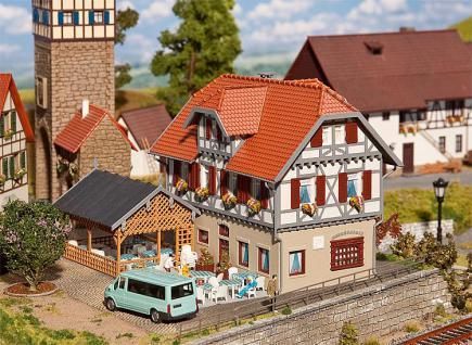 Faller 130438 Gasthaus Sonne mit Laube - Vorschau 2