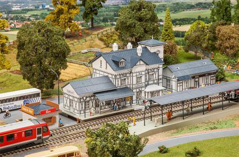 Faller 190060 Aktions-Set Bahnhof Radebusch