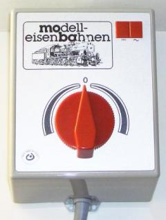 Modelleisenbahn Trafo mit Bahn und Zubehöranschluss