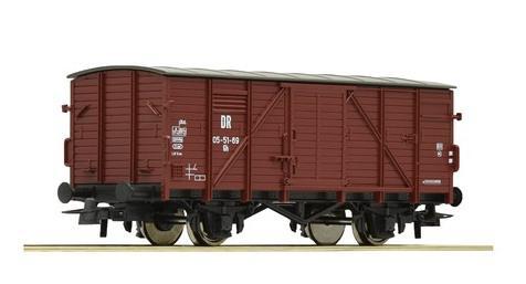 Gedeckter Güterwagen DR mit Flachdach