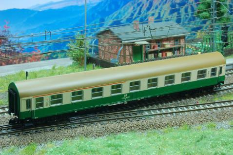 Kuehn 41674 Reisezugwagen Y-B70 der DR