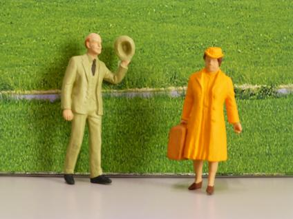 Reisende, 2 Figuren für die Gartenbahn