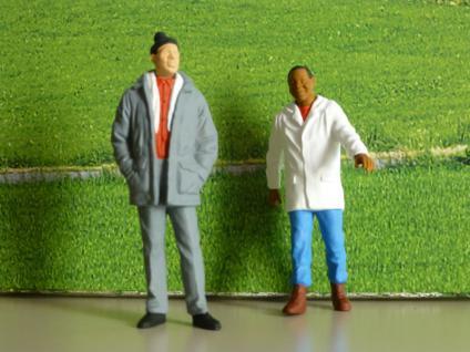 Passanten, 2 Figuren für die Gartenbahn