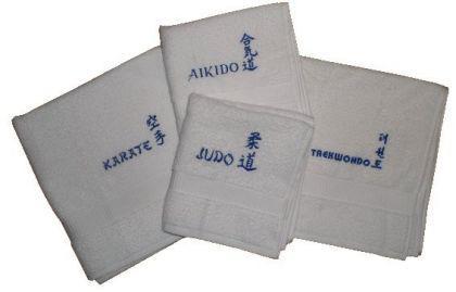 Duschtuch aus Frottee mit Bestickung Karate weiß - Vorschau 2