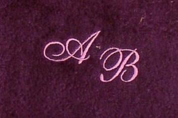 Badetuch 100x150 cm New York lila mit Intitialienbestickung flieder 2640