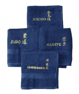 Frottee Tuch dunkelblau bestickt mit Karate in gold
