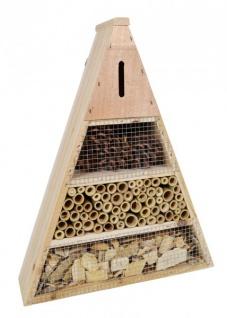 Insektenhotel aus Holz Bambus und Zapfen