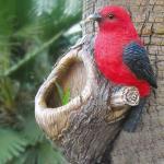 Baumstammdeko mit Vogelfutterstation Vogel