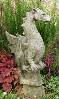 Steinfigur Pheebert's Drache Halvard, Fantasyfigur aus Steinguss, von Fiona Scott