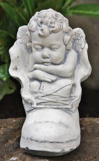 Steinfiguren Engel im Schuh, Skulptur aus Steinguss