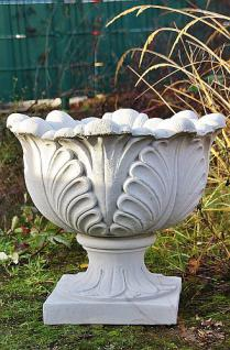 Steinfigur Amphore Blütenkelch