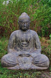 Steinfigur sitzender Buddha aus Steinguss