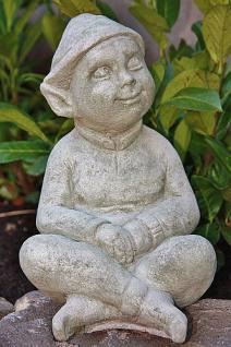 Steinfigur Wichtel Lumpi, Skulptur aus Steinguss, patiniert