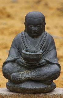 Steinfigur Mönch mit Schale, aus Steinguss