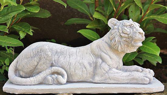 Steinfigur Löwin Figur aus Steinguss Löwen