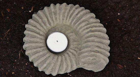 Steinfigur Teelichthalter Ammonit Figur aus Steinguss, für ein Teelicht geeignet