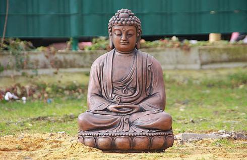 Steinfigur Buddha aus Steinguss 60 cm H für Koiteich, patiniert