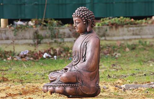 Steinfigur Buddha aus Steinguss 60 cm H für Koiteich, patiniert - Vorschau 2