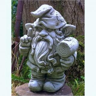 Steinfigur Gnom mit Hammer, aus Steinguss