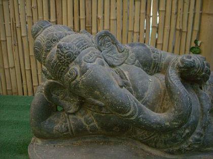 Ganesha, liegend, Figur aus Steinguss - Vorschau 3