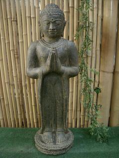 Steinfigur Buddha, stehend und betend aus Steinguss