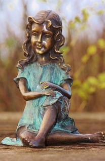 Bronzefigur Mädchen mit Locken, Skulptur aus Bronze