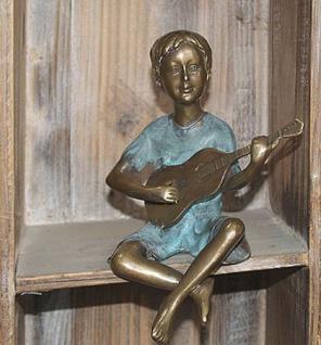 Bronzefigur Junge mit Gitarre, Skulptur aus Bronze
