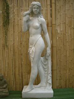 Steinfigur Frau mit Tuch, Skulptur aus Steinguss