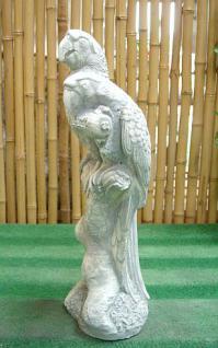 Steinfigur Papagei auf einem Baumstamm sitzend, 90 cm hoch!, Figur aus Steinguss Papageien Vogel Vögel - Vorschau 2