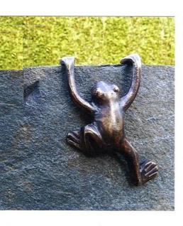 Bronzefigur Frosch, hängend, Figur aus Bronze