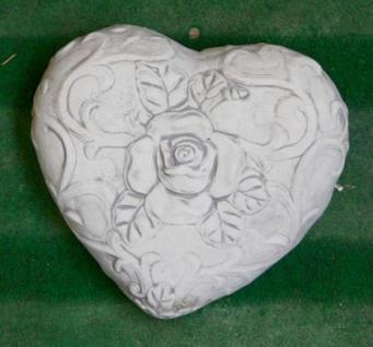 Steinfigur Herz mit Rose, Figur aus Steinguss
