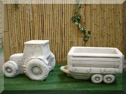Steinfigur Traktor mit Anhänger, Skulptur aus Steinguss, bepflanzbar