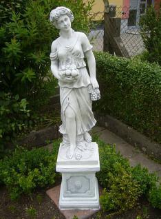 Steinfigur Jahreszeit Herbst auf Sockel, Skulptur aus Steinguss, Zwei (2) Teile