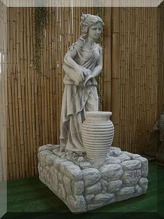Steinfigur Brunnen mit Frau