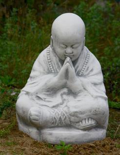 Steinfiguren Sitzender Mönch, Figur aus Steinguss